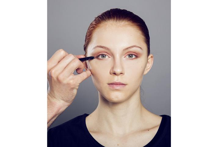 Pastelové líčení - tužka na oči
