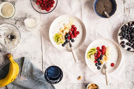 Zdravé snídaně, které nastartují váš den. A vy si pochutnáte!