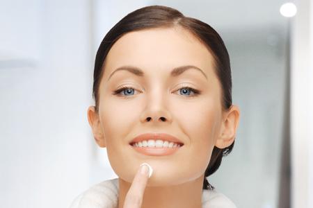 Baza pod podkład - sposób na długotrwały makijaż