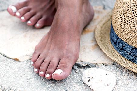Krásné nehty na léto? Zkuste dlouhotrvající lak nebo gel lak!