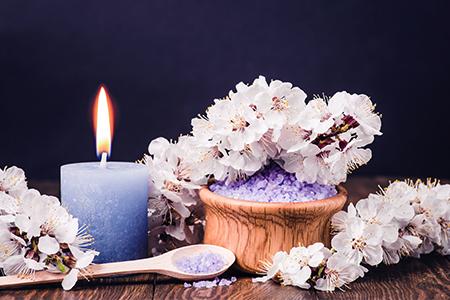 Domácí parfémy II.: Od páchnoucího středověku k vůni katalytické lampy