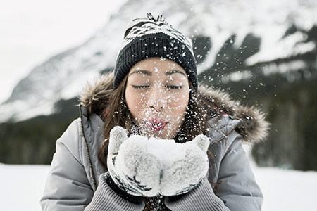 Řekněte zimě NE: máme osvědčené tipy pro péči o vlasy a pleť!